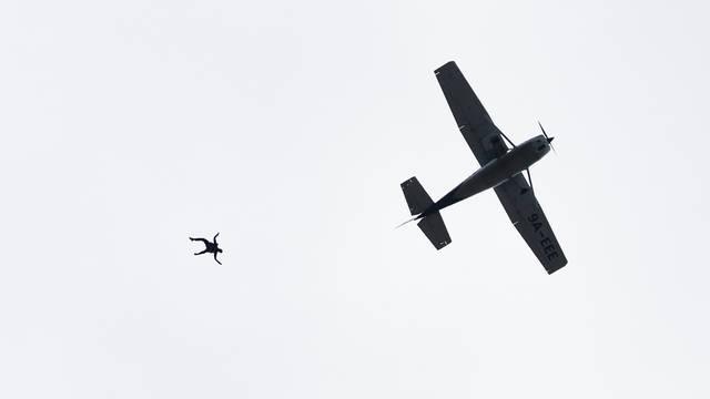 Australac (91) preživio pad padobrana, zadobio modrice