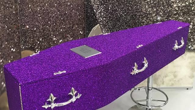 Smrt sa stilom: Lijes prekriven šljokicama novi je hit u svijetu