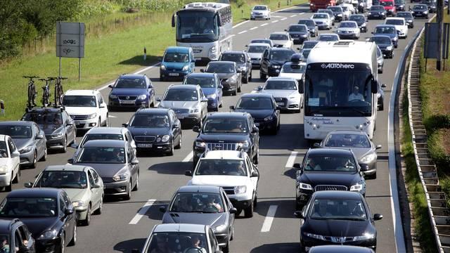 Gužve i zastoji u smjeru mora: HAK upozorava, pojačan je promet na svim cestama