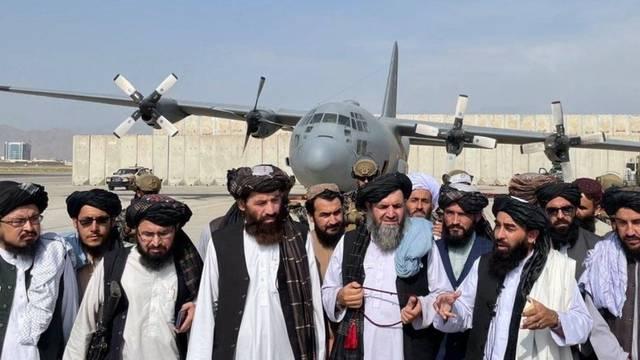 Talibani najavili povratak dječaka u škole, nova vlada ukida ministarstvo za žene