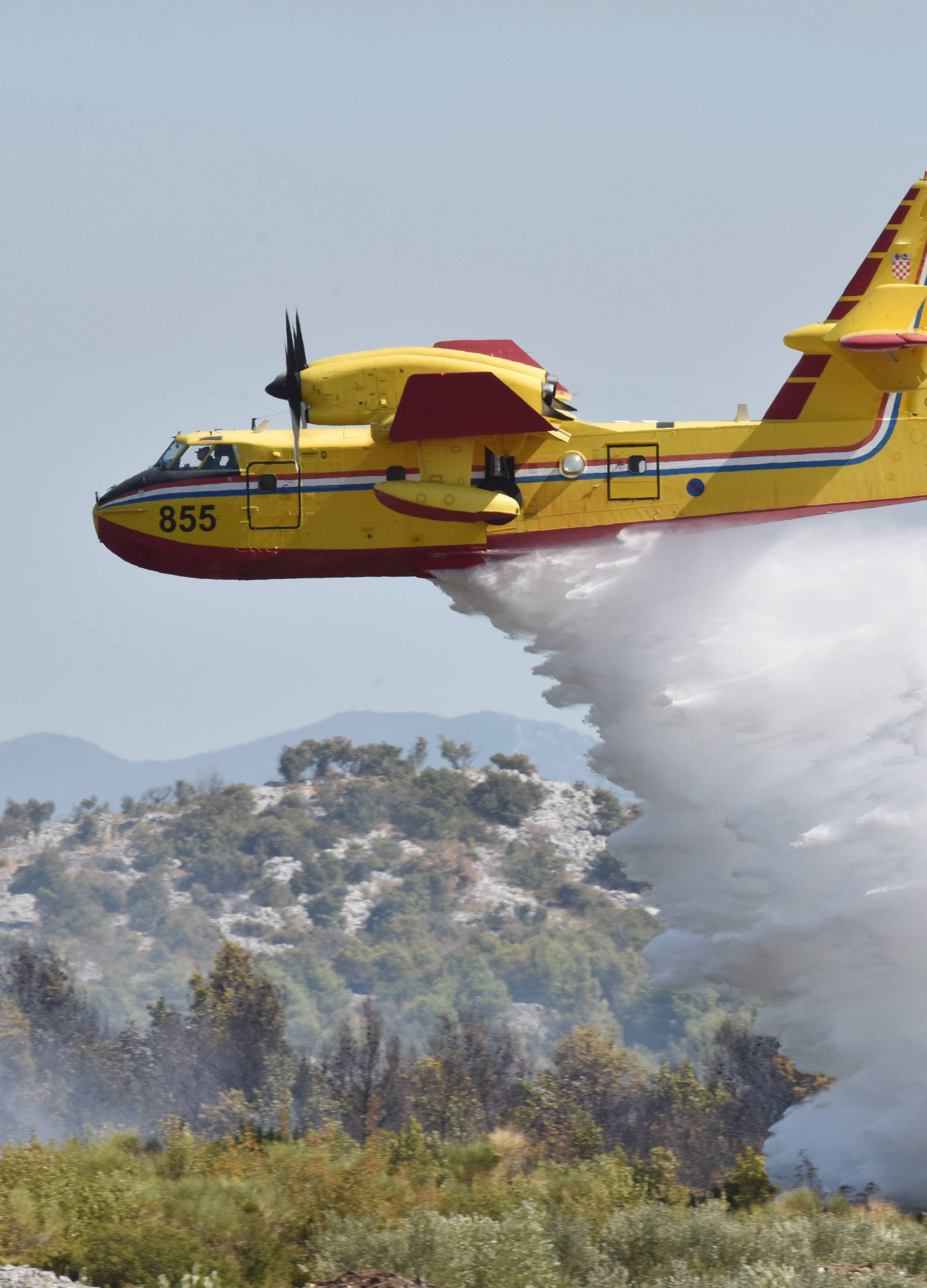Zračne snage gasile požare kod Zadra i Labina Dalmatinskog