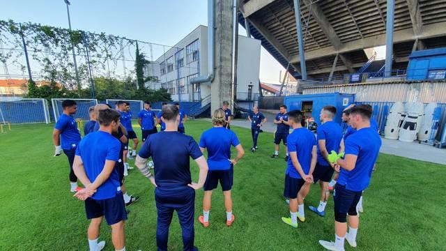 Nova lica Menalo i Andrić, a svi mladi idu s juniorima u Nyon...