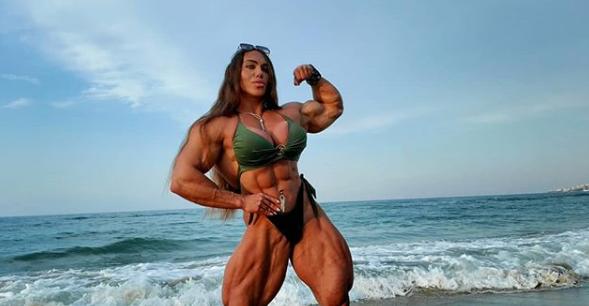 Ne smeta im: Bodybuilderica ima jači biceps od svog muža