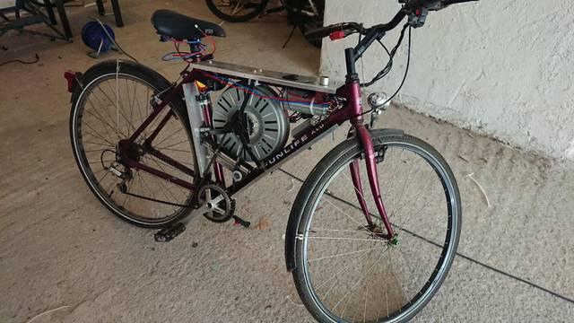 Genij izradio električni bicikl od dijelova iz perilice rublja: Ide čak do 110 kilometara na sat