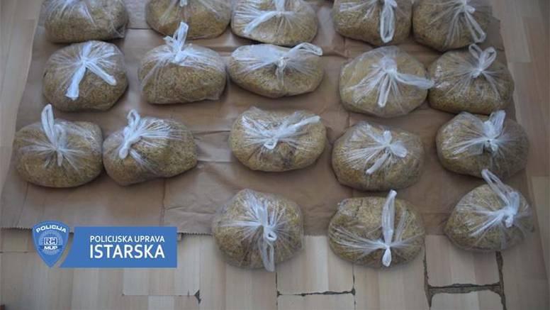 Policija pretresla auto muškarca i našla devet kilograma duhana