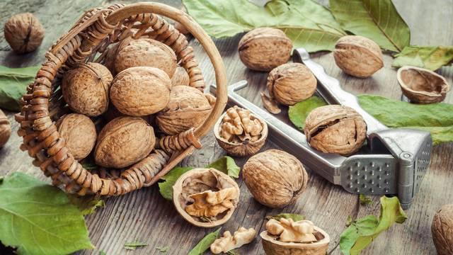 Orasi snižavaju kolesterol, a mogu pomoći i kod glavobolje
