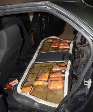 Uhvatili ga na granici: Albanac u autu sakrio 3,7 kg marihuane