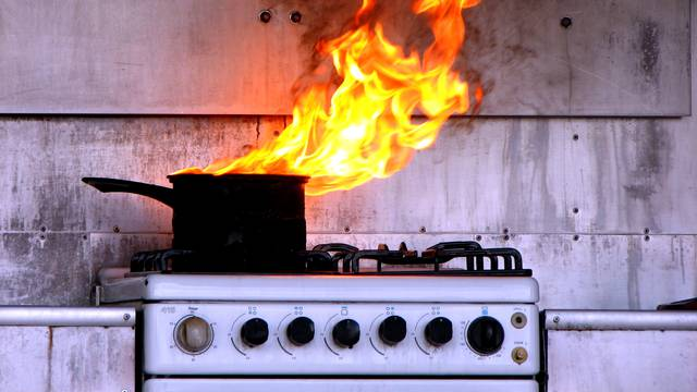 Zagorena hrana može započeti požar, a pepeo je dugo zapaljiv