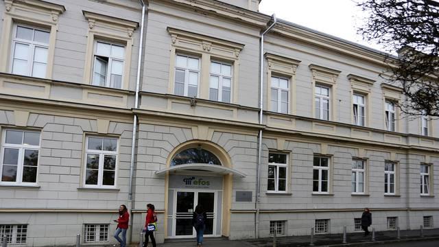 Osijek: Cijeli fakultet prebacio se na online nastavu, na koronu pozitivna jedna predavačica