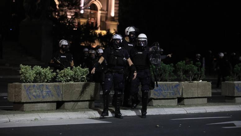 Policija kontrolira poštivanje mjera u Srbiji: U jednom kafiću u Beogradu zatekli čak 700 ljudi