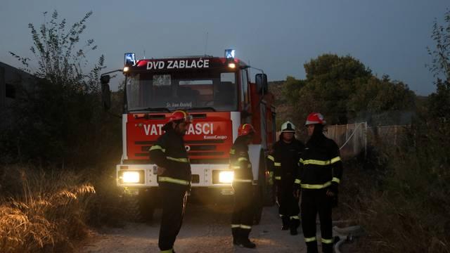 Izbio požar na prostoru bivše vojarne Bribirskih knezova u Šibeniku