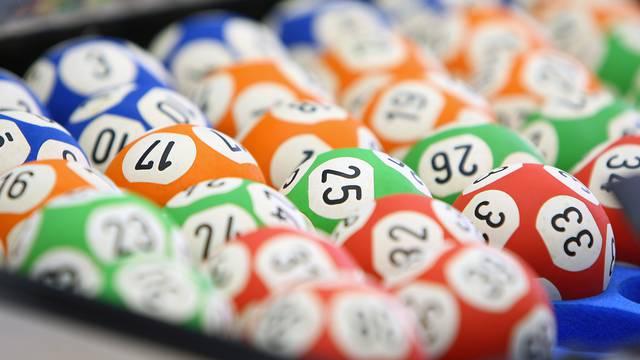Slučajno kupila dvije srećke za istu lutriju: 'Ne mogu vjerovati, koristim te brojeve godinama'