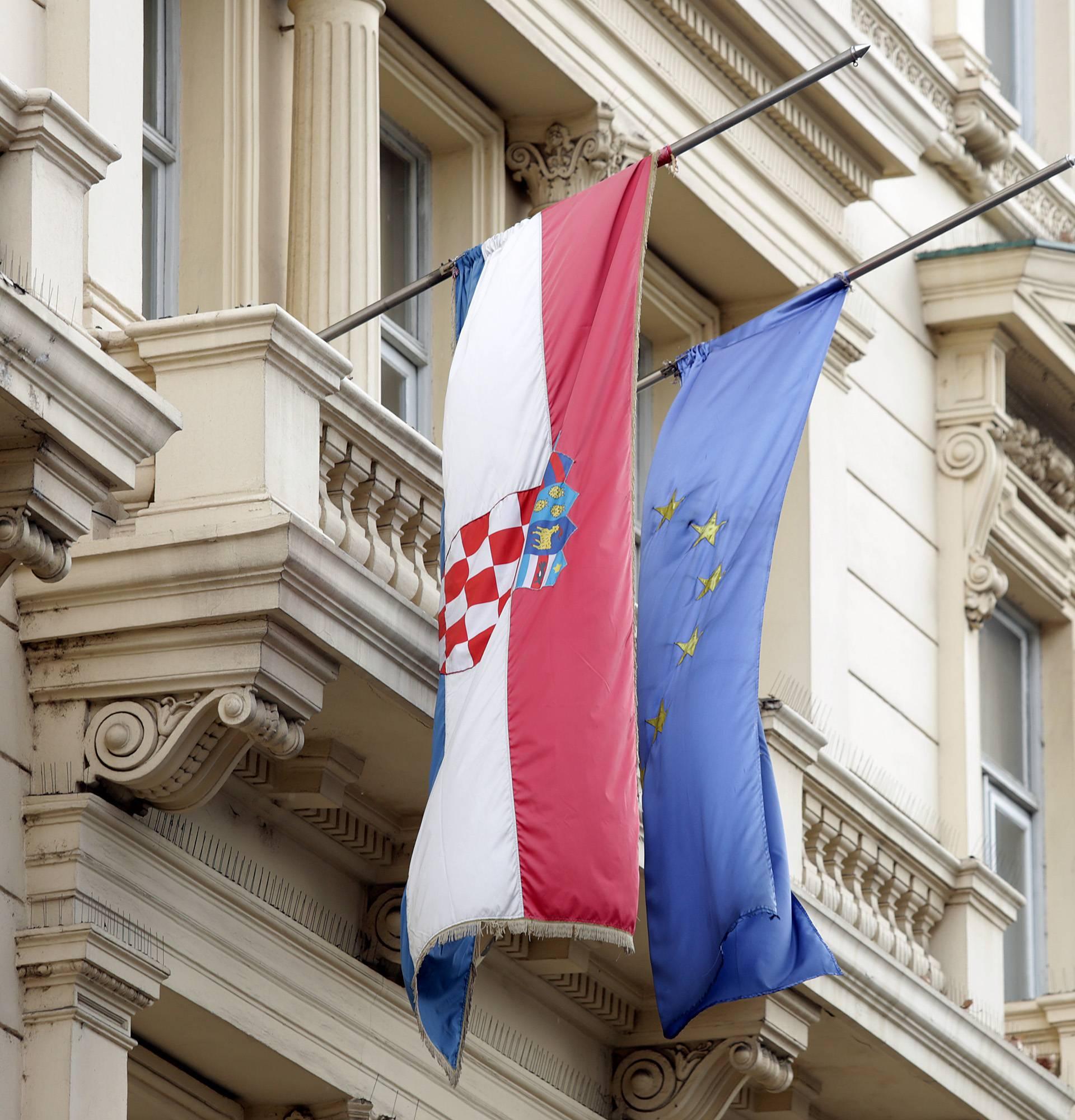 Trideset i dva  naša grada nisu povukla ni lipe iz EU fondova