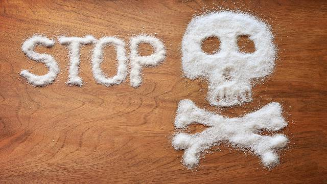 Istina o tome kako nam šećer uništava san, a još nas i deblja