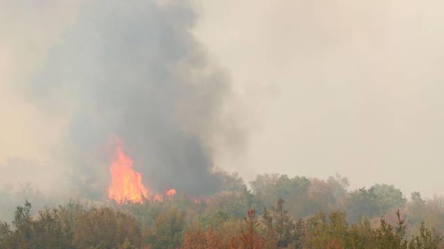 Poljak upalio vatru da ga lakše pronađu, požar zahvatio brdo