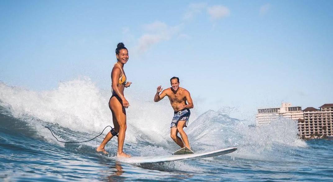 Zaprosio djevojku surfajući na valu, ali - ispao mu je prsten
