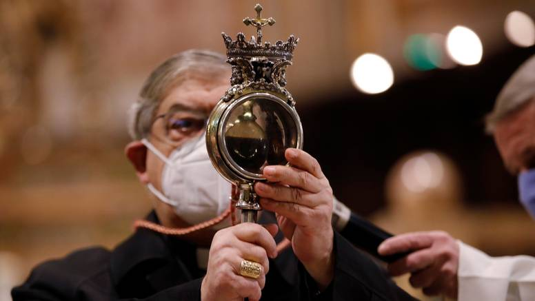 Talijani razočarani jer zgrušana krv  Sv. Januarija nije postala tekuća: 'To je loš znak za 2021.'