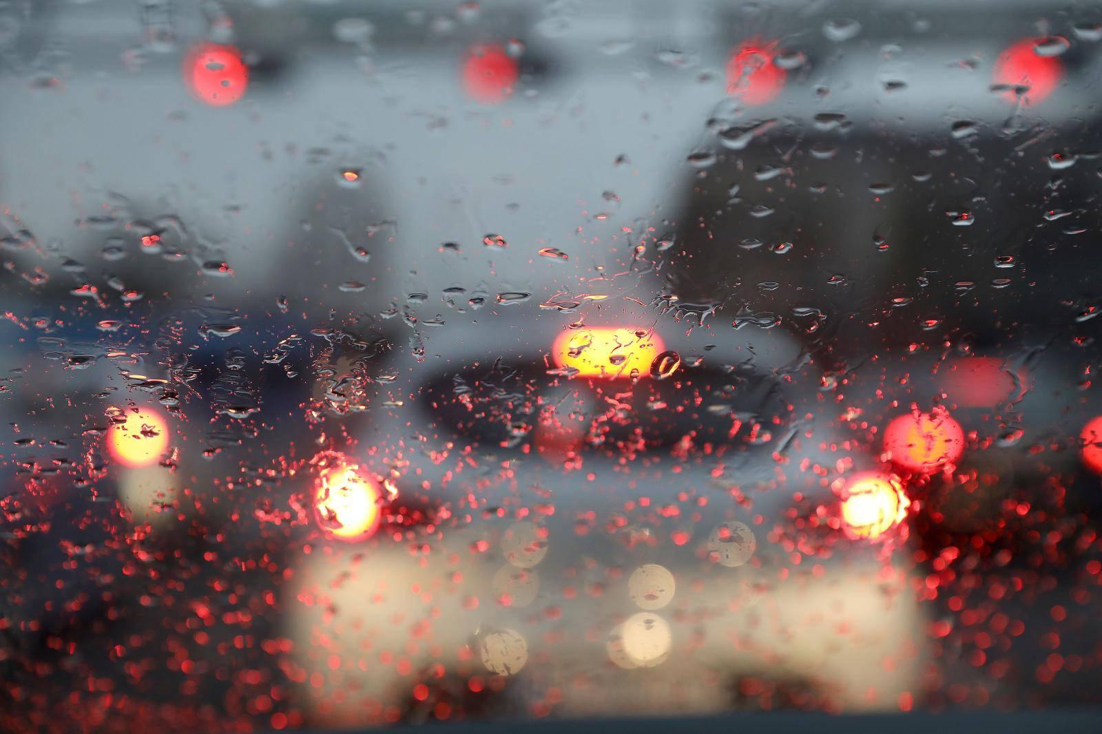 Vraćaju se hladnoća, kiša i jaka bura, a ponegdje će biti i mraza