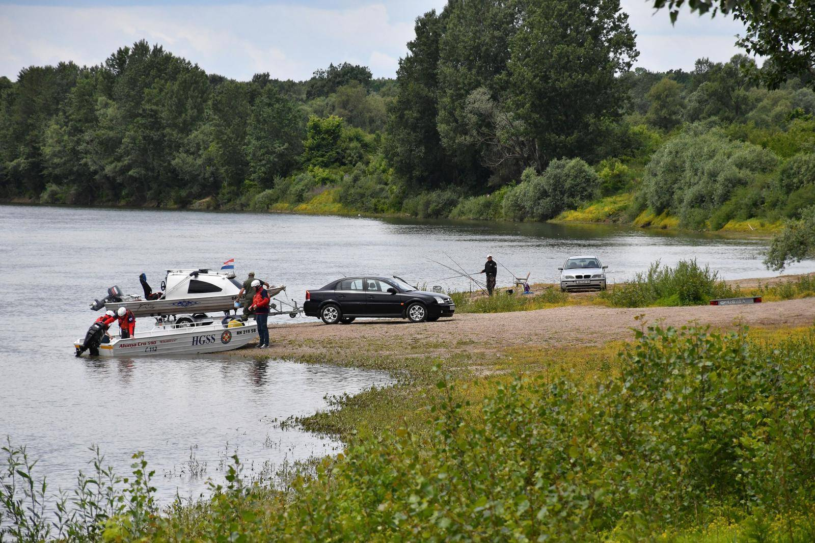 Siče: Potraga za nestalim 47-godišnjakom nakon prevrtanja čamca na rijeci Savi