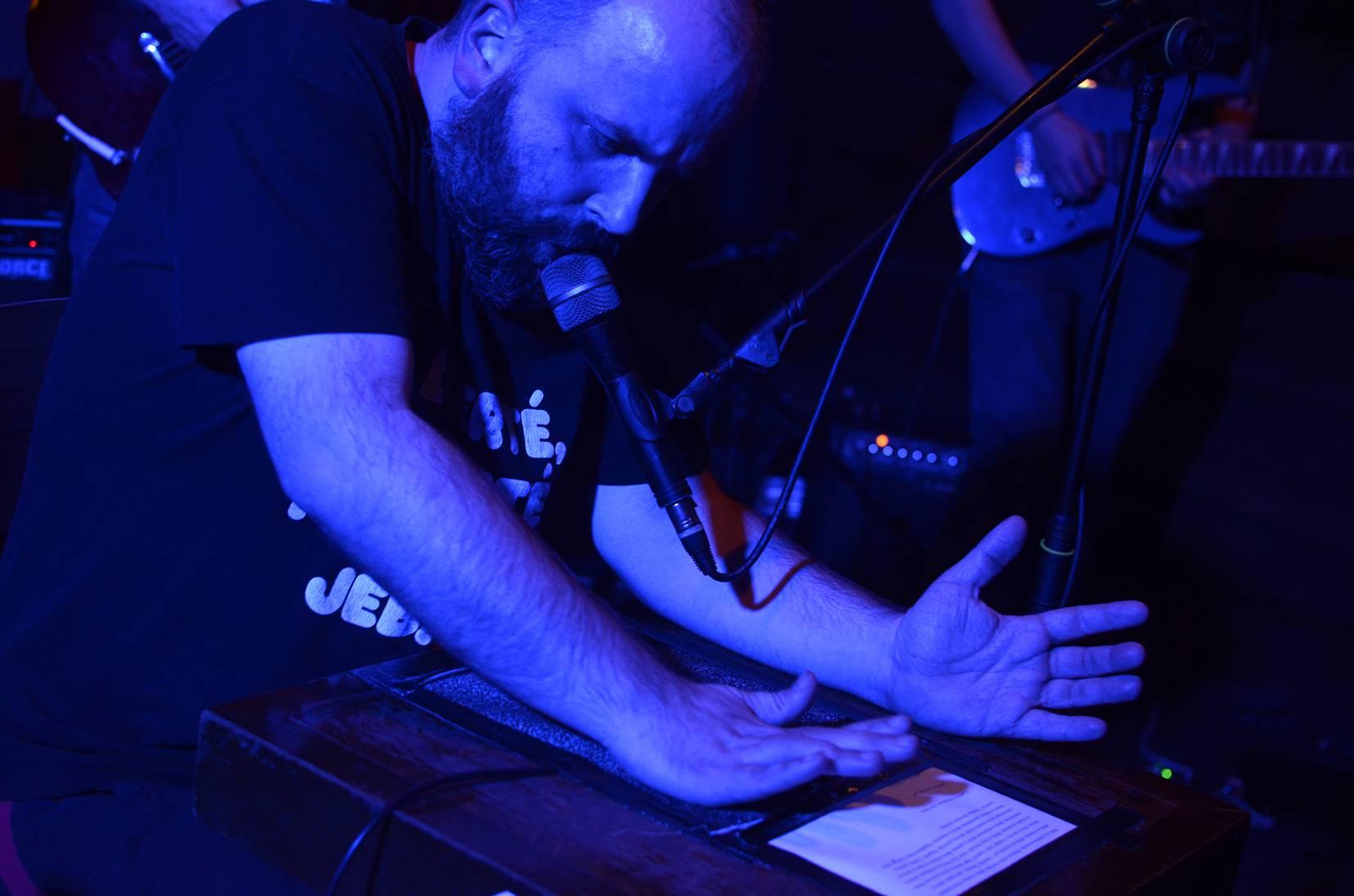 Trljao je ruku o šmirgl papir pa krvlju potpisivao svoje pjesme