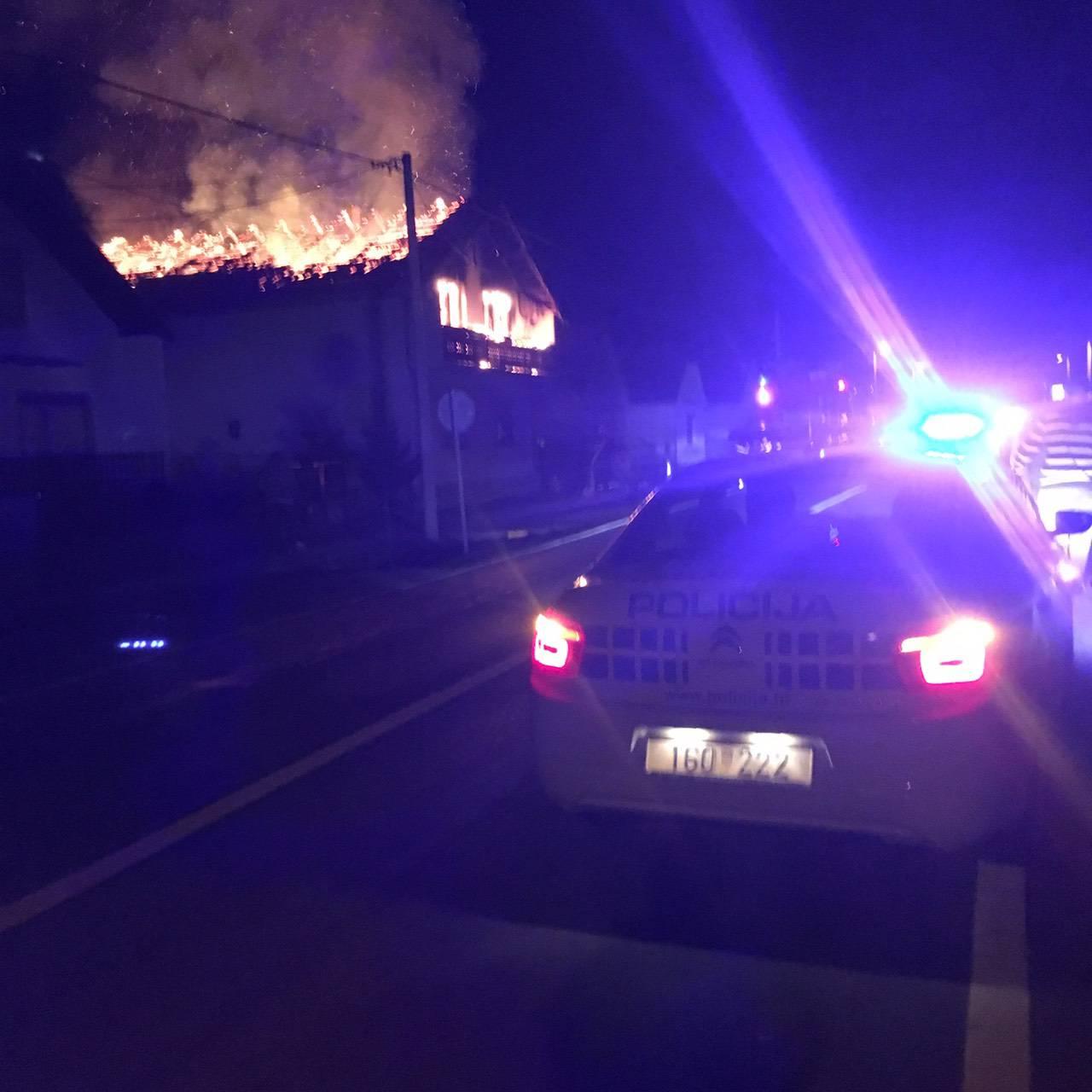 Izgorio je kat i krovište kuće u Slatini: Nitko nije ozlijeđen