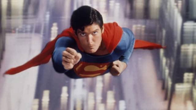 Rekordna svota: Supermanov plašt prodan za 1,26 mil. kuna