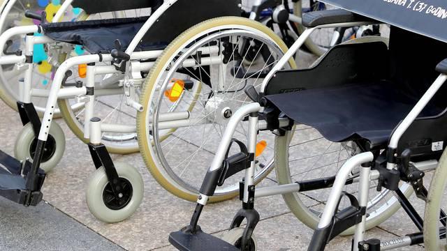 Na Trgu bana Jelačića postavljena invalidska kolica povodom Dana sigurnosti cestovnog prometa