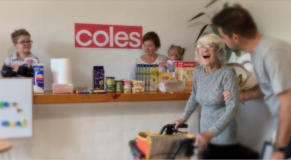 Otvorili supermarket u kući da baka u izolaciji može u šetnju