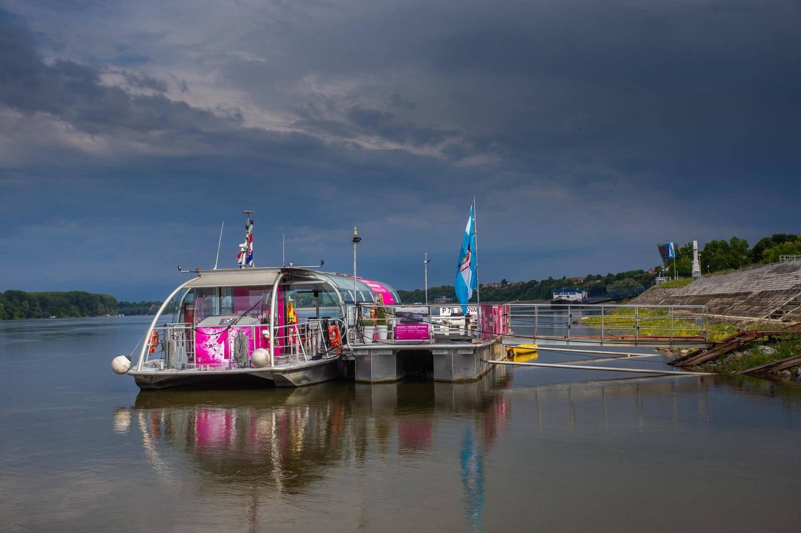 Vukovar: Električni turistički brod Magenta na rijeci Dunav