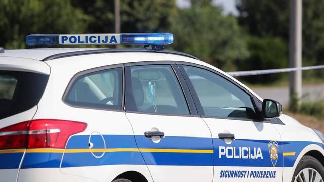 Djevojka (20) kritično: Autom se zabila u stablo kod Sunje