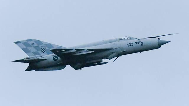 Vojni avioni iznad 8 županija, moguće probijanje zvučnog zida
