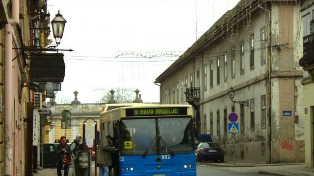 Dječak (12) je ukrao autobus pa se malo provozao kroz grad