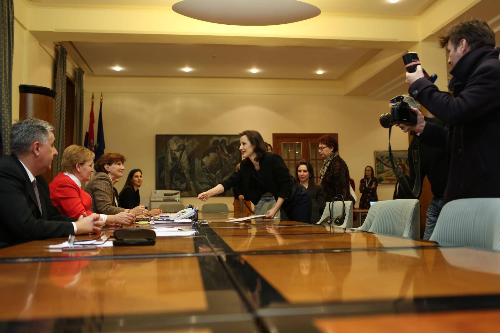 Zagreb: Dalija Orešković predala potpise u DIP u posljednjim trenucima zakonskog roka