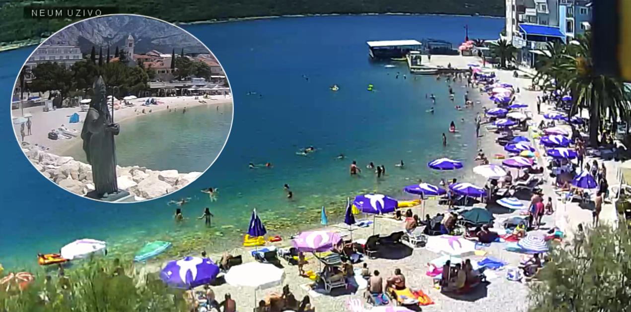Stotine kupača odmara na plaži u Neumu, zauzeto je skoro 90% kreveta, a razmak malo tko drži