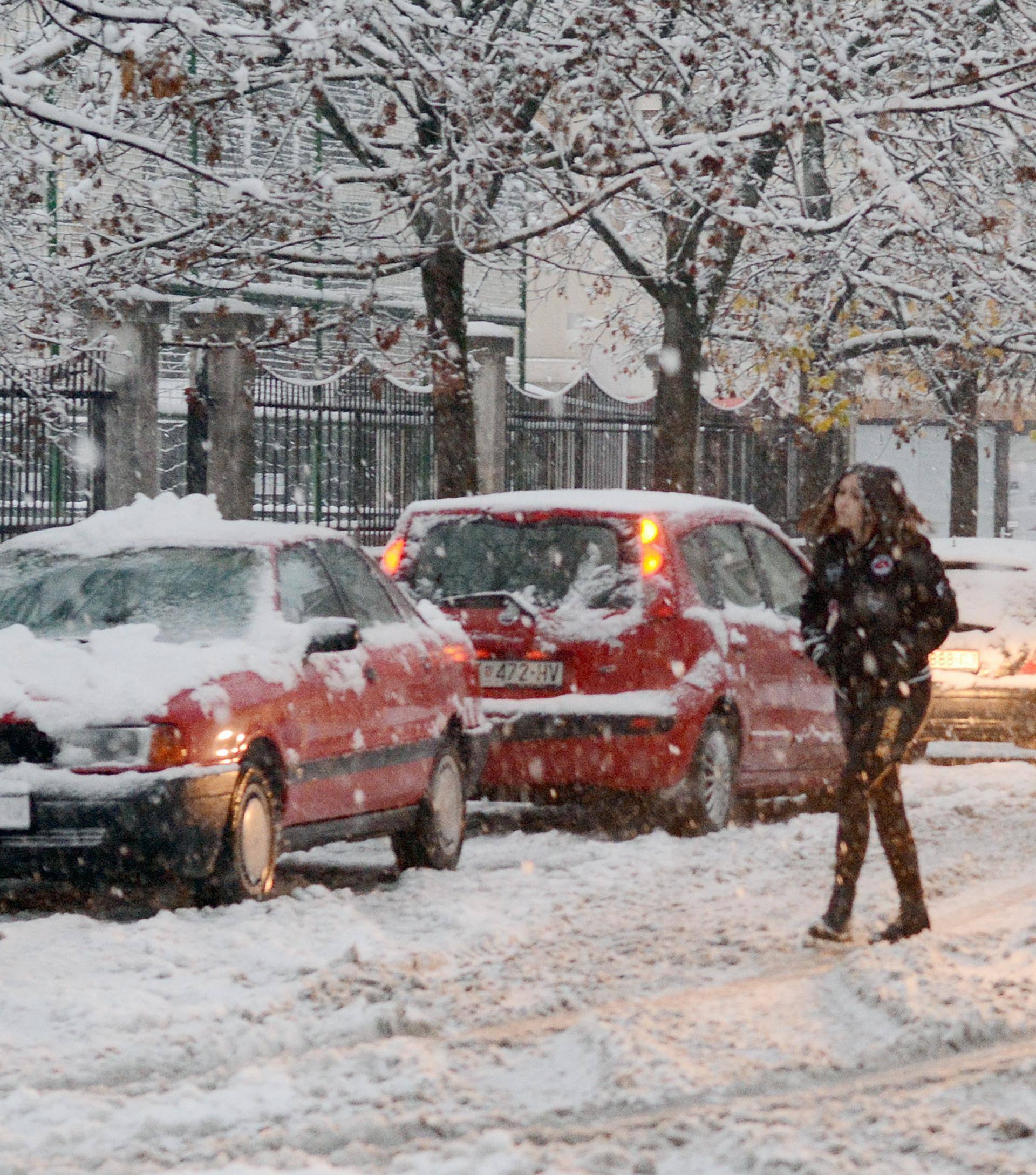 Sisak: Gusti snijeg počeo padati u ranim jutarnjim satima