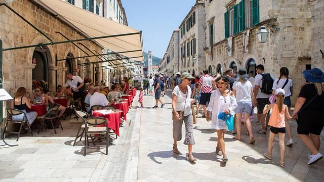 Prihodi od stranih turista su u devet mjeseci porasli 9 posto