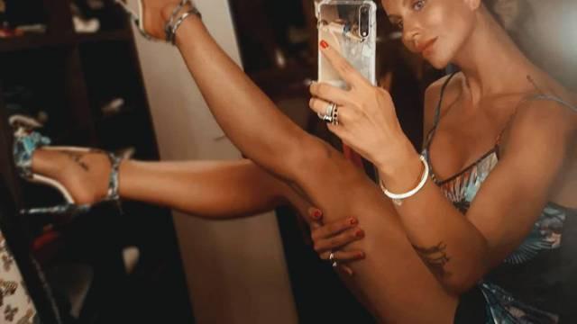 Gruica fotkala noge u štiklama: 'Prestara sam za više od 12 cm'