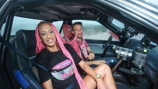 Ela i Juraj Šebalj driftali su po kiši: 'Ovako auto bolje klizi...'