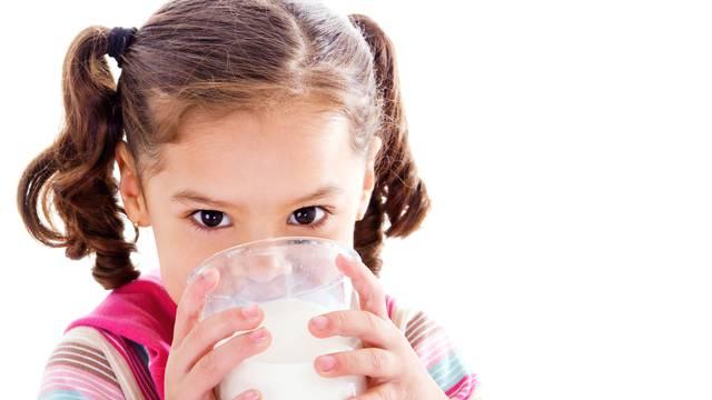 Punomasni jogurt ima više vitamina nego 'light' verzija