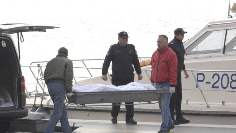 Auto sletio u more, 2 cure se spasile, dva mladića se utopila