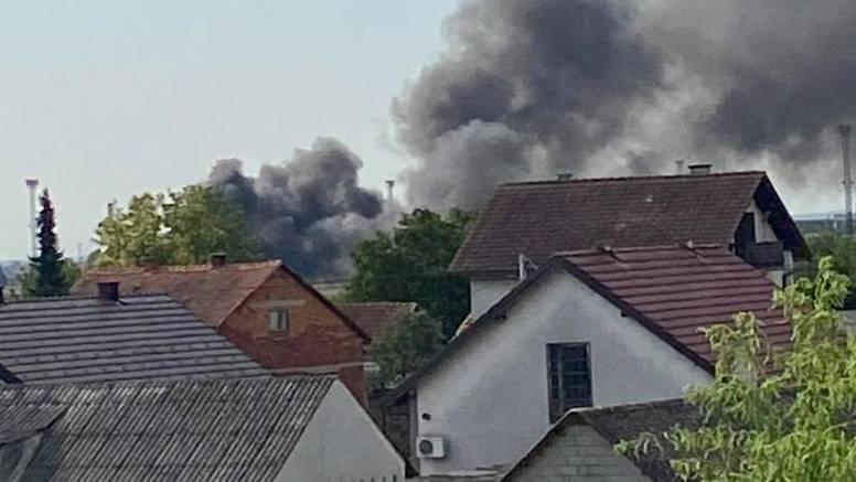 VIDEO Crni dim kod Jakuševca: 'Dimi se jako, vidim s balkona'