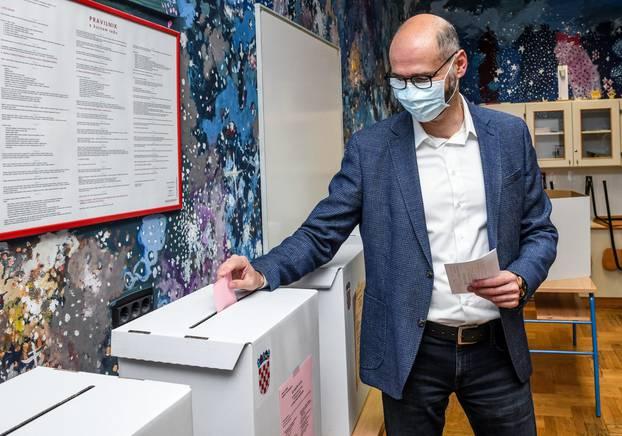 Zagreb: Joško Klisović glasovao je na lokalnim izborima