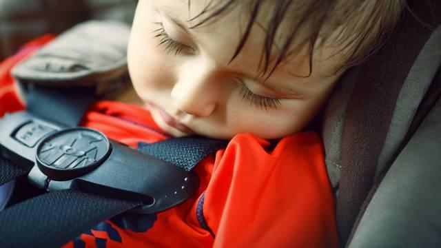 Ne ostavljajte djecu u autu: Na suncu je već za jedan sat  68°C