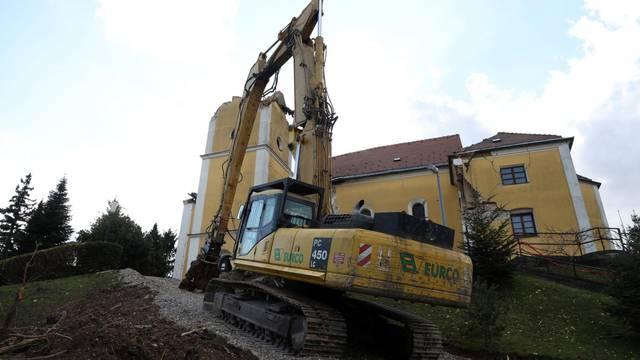 U Kravarskom će do temelja biti srušena crkva koja je stradala u potresu