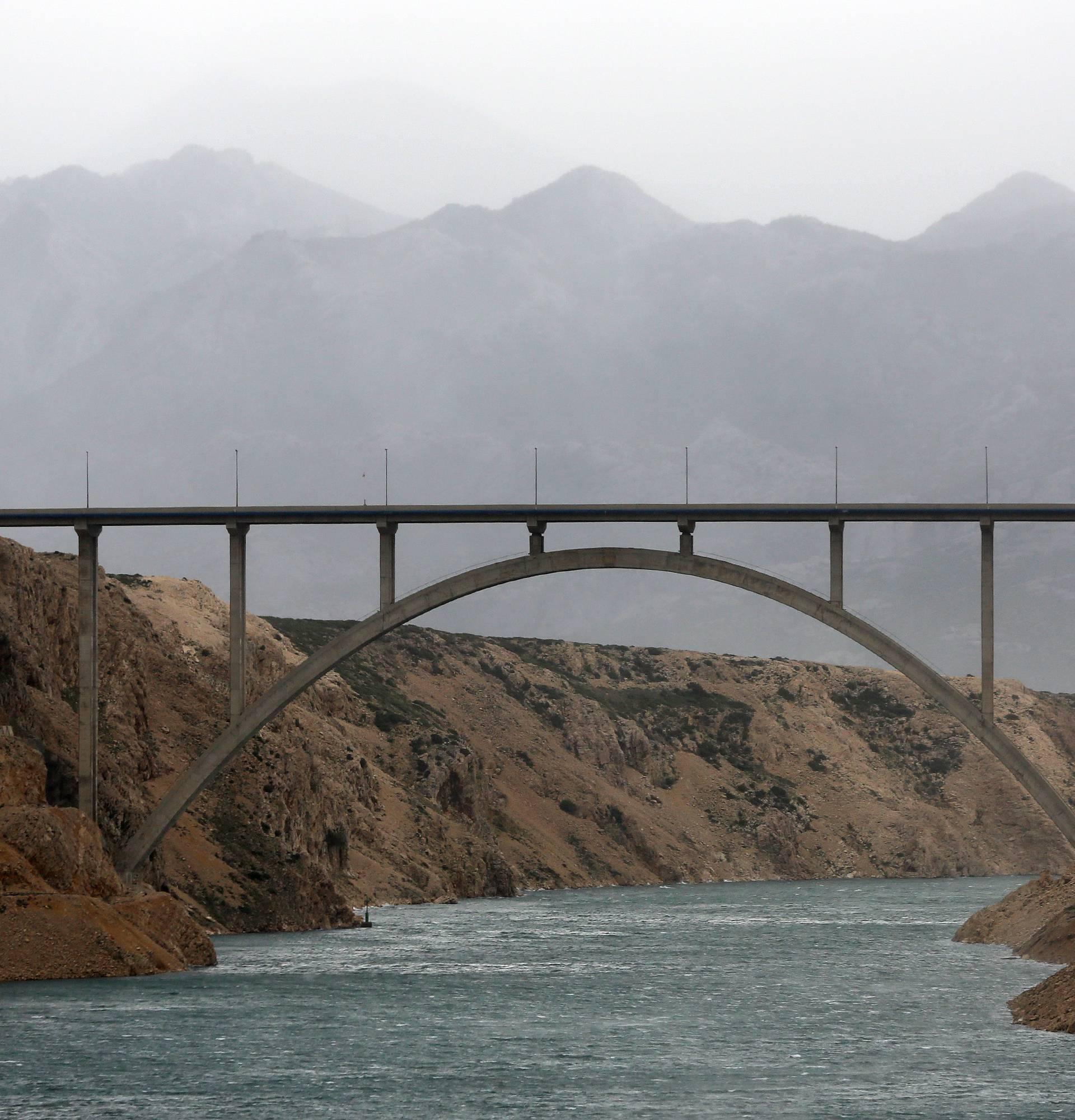 Zabio se u ogradu Masleničkog mosta: Troje teško ozlijeđenih
