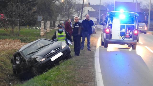 Autom izletio s ceste u jarak u Đelekovcu, vozač (60) u bolnici