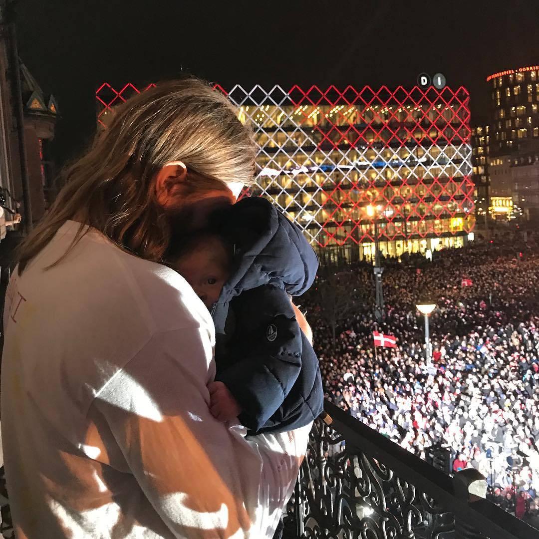 Delirij u Danskoj: Hansen pred tisućama navijača sa sinčićem