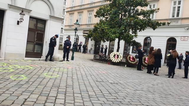 Na mjestu tragičnog krvoprolića u Beču zapaljene svijeće