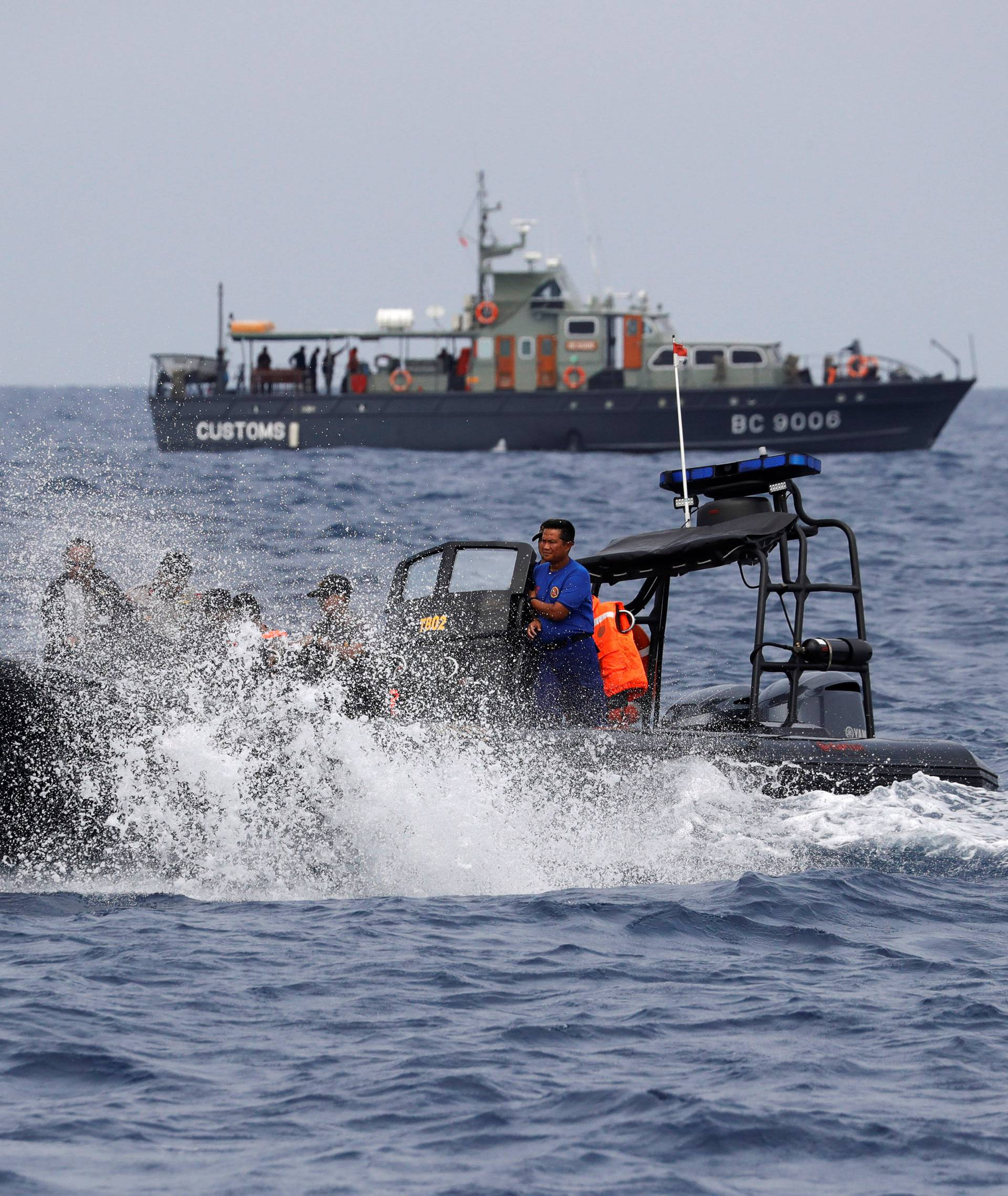 Rescue team members on an inflatable raft head to the location where Lion Air flight JT610 crashed into the sea, in the north coast of Karawang