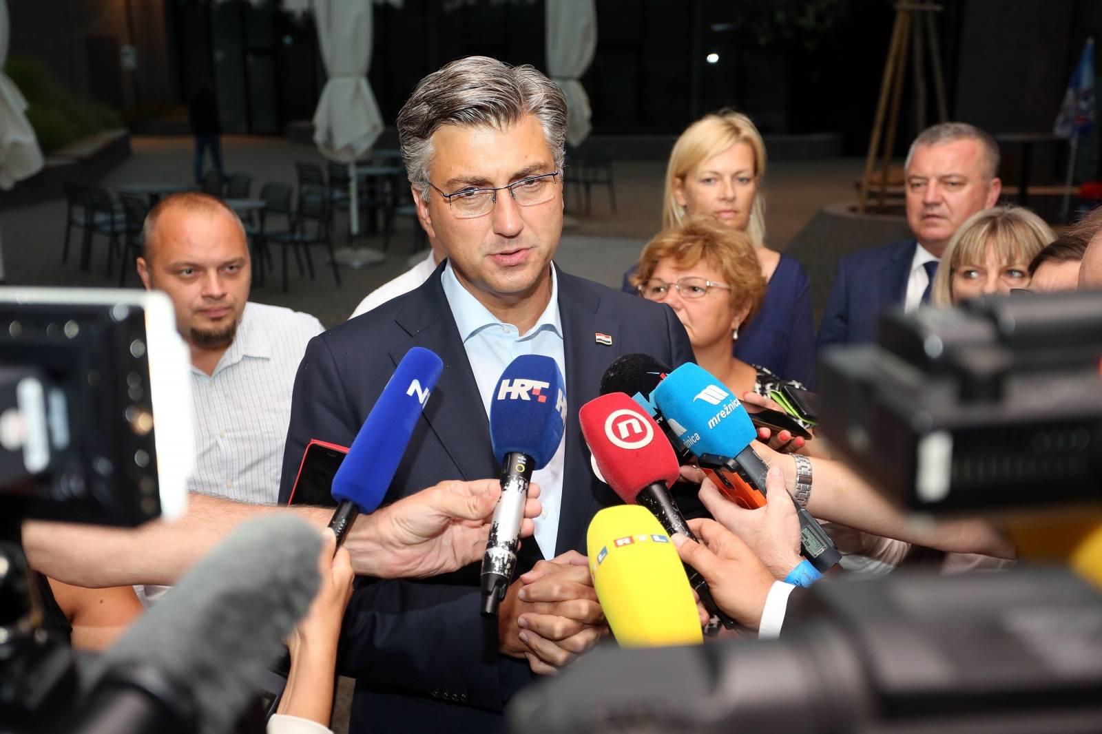 Andrej Plenković na 40. sjednici Županijskog odbora HDZ-a Karlovačke županije